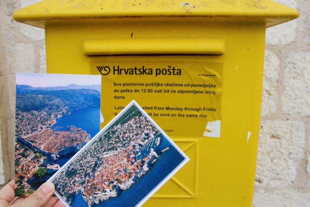 黄色いポストとポストカード
